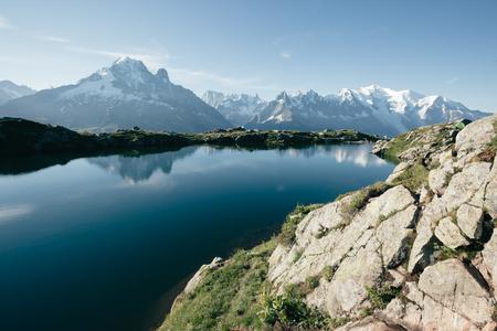 ラック ・ ブランのモンブラン氷河の景色。完璧な豪華なシーン。場所は、自然保護区エイギールズ ルージュ、アルピグライエ、フランス、ヨーロ 写真素材