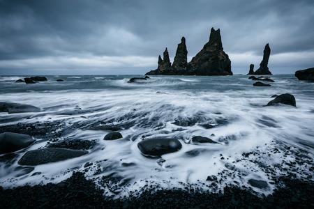 Scenic image of beautiful nature landscape. Reynisdrangar basalt rocks or Troll toes. Location Reynisfjara Beach, Atlantic ocean near Vik, Iceland (Sudurland), Europe. Discover the beauty of earth. Banco de Imagens