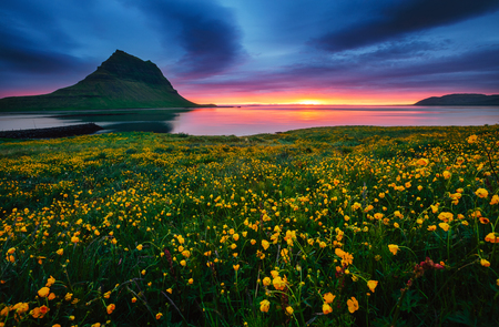 Great sunrise over the Atlantic ocean. Location Iceland, Europe. Dramatic image of beautiful nature landscape. Amazing view of most popularly photographed place. Discover the beauty of earth. Banco de Imagens