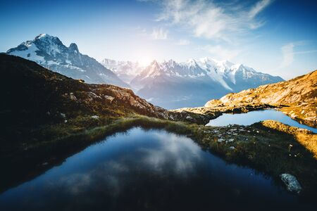 Great Mont Blanc glacier with Lac Blanc. Popular tourist attraction. Location Chamonix, Aiguilles Rouges, Graian Alps, France, Europe. Scenic image of hiking concept. Discover the beauty of earth. Banco de Imagens - 129813741
