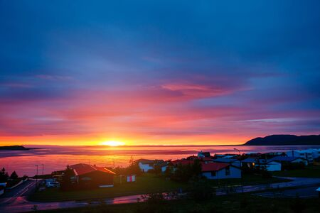 Magnificent red vivid clouds illuminated by the beams of the sun. Scenic image of textured sky. Location Iceland, Atlantic ocean, Europe. Spectacular wallpaper. Discover the beauty of earth. Banco de Imagens