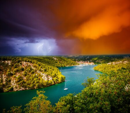 Peaceful view of the canyon Krka river in a storm. Location place Krka National Park, Skradin town, Croatia, Balkans, Europe. Scenic image of tourist destination. Discover the beauty of earth. Banco de Imagens