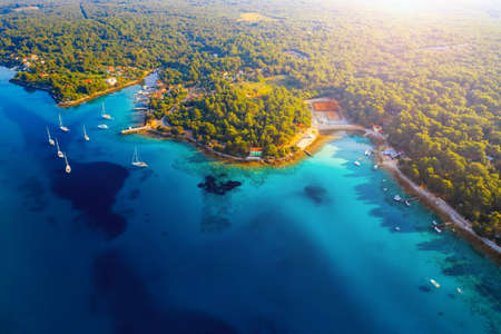 Incredible view of the blue lagoon on sunny day. Location place Kvarner Gulf, Cres island, Croatia, Europe. Drone photography. Luxury vacation concept. Exotic wallpapers. Discover the beauty of earth. Banco de Imagens