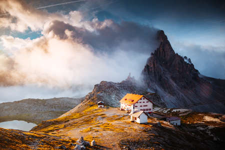 Foggy view of the national park Tre Cime di Lavaredo with rifugio Locatelli. Location place of Dolomiti alps, South Tyrol, Italy, Europe. Popular tourist attraction. Discover the beauty of earth. Standard-Bild - 158487487