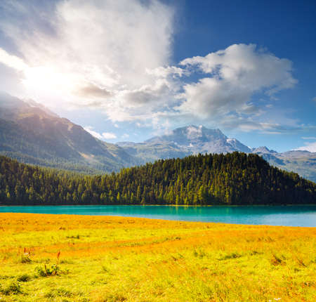 Exotic alpine lake Champfer in beautiful summer day. Location place Silvaplana village, Swiss alps, district Maloja, Europe. Scenic image of popular tourist destination. Discover the beauty of earth. Zdjęcie Seryjne