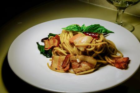 olio: spaghetti Aglio , Olio Peperoncino spicy with becon