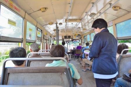 thailander: Bus conductor issuing a ticket, Bangkok, Thailand Editorial