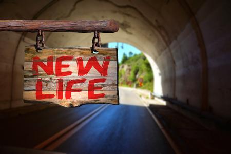 Nueva señal de vida frase de motivación en la madera vieja con el fondo borroso