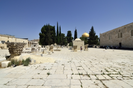 Ancient square and minaret on Temple Mount in Jerusalem, Israel. Stock Photo - 16426438