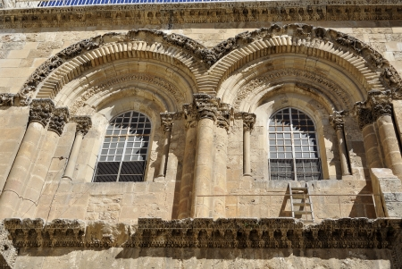 immovable: Byzantine facade and Immovable Ladder of Holy Sepulchre Church in Jerusalem  Stock Photo