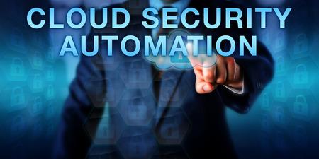 관리자가 터치 스크린에서 CLOUD SECURITY AUTOMATION을 추진하고 있습니다. 보호 메커니즘 및 클라우드 보안 프로세스 자동화를위한 정보 기술 개념 및 컴퓨