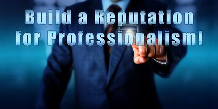 responsabile delle risorse umane sta toccando costruire una reputazione di professionalità! su uno schermo di controllo interattivo. Business e concetto di industria, la carriera di aspirazione, call to action e obiettivo personale.