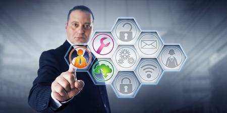 Direttore sicura di affari sta attivando tre gestiti icone servizi da parte di tocco su uno schermo di controllo. I restanti sei di nove pulsanti che rimanga grigio. Concetto per l'efficienza attraverso servizi gestiti. Archivio Fotografico - 61131135