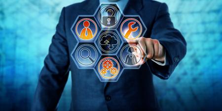 Klient Enterprise aktywacji usług zarządzanych trzy ikony na wirtualnym interfejsem sterowania z sześciokątnych przycisków. Koncepcja biznesu i technologii informatycznych dla zewnętrznego zarządzania IT. Skopiuj miejsca. Zdjęcie Seryjne