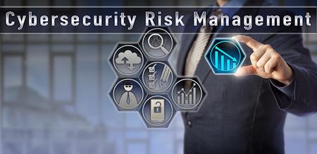 Il risk manager o consulente generale di blue chip sta valutando le vulnerabilità della rete in una matrice di pianificazione della gestione dei rischi della Cybersecurity. Metafora dell'analisi del rischio di cyber threat e del concetto di sicurezza del computer.