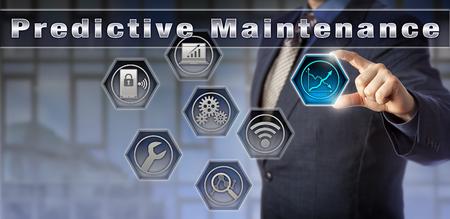 El consultor de gestión de Blue Chip está presentando una solución de Mantenimiento Predictivo. Concepto para la medición del rendimiento del proceso y el monitoreo de la condición continua a través de redes de sensores inalámbricos. Foto de archivo