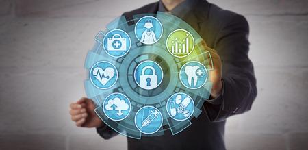 Analista de datos sin rostro que activa un icono de análisis en una interfaz de monitoreo de cuidado de la salud. Concepto de visión procesable, requisitos de informes, cumplimiento y mejora en el sector sanitario.