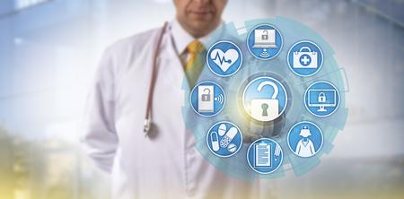 Der nicht wiedererkennbare Arzt greift über eine Touchscreen-Oberfläche auf Online-Gesundheitsdaten zu. Cybersicherheits- und IT-Konzept für den Austausch von Gesundheitsinformationen oder HIE im medizinischen Bereich.
