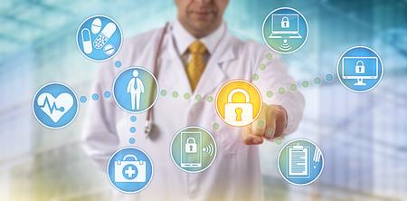 Onherkenbare arts die medische patiëntendossiers op meerdere apparaten beveiligt via een computernetwerk. Gezondheidszorg IT-concept voor de uitwisseling van informatiebeveiliging en gegevensprivacy.