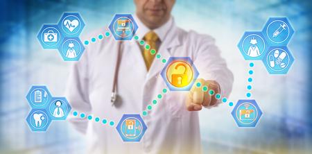 Nicht wiedererkennbarer Arzt, der über vernetzte, sichere mobile Geräte Gesundheitsdaten mit medizinischem Personal teilt. IT-Konzept für den Informationsaustausch, die Telemedizin und die Virtualisierungssicherheit im Gesundheitswesen.