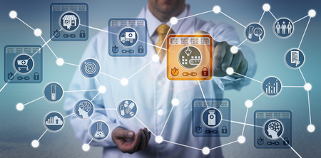Unrecognizable pharmaceutical logistician using internet of things solution based on blockchain technology to secure data integrity of drug supply chain. Stockfoto