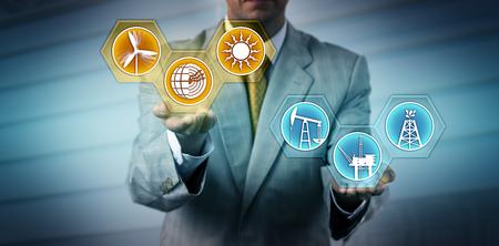 Gestionnaire méconnaissable élevant les icônes du secteur des énergies renouvelables au-dessus des symboles des combustibles fossiles. Métaphore de l'industrie, des affaires et de la technologie pour la transition vers la production d'électricité alternative, la durabilité. Banque d'images