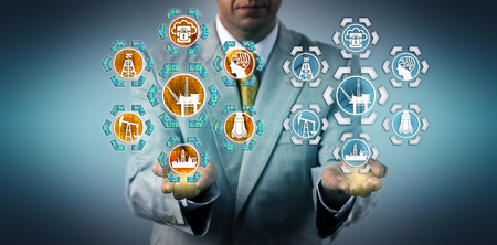 Corporate executive presenteert een digitale tweeling van een offshore olieboorplatform. Industrie- en technologieconcept voor virtueel kopiëren, digitale transformatie, virtualisatie en industrieel internet. Stockfoto