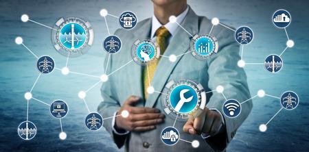 Unternehmensleiter aktiviert KI-gestützte vorausschauende Wartung an einem Gezeitenkraftwerk über das industrielle Internet der Dinge. Industrie- und Technologiekonzept für Energiemanagement, Stromerzeugung.