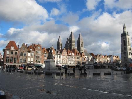 central square: Vecchia piazza centrale Tournai, Belgio