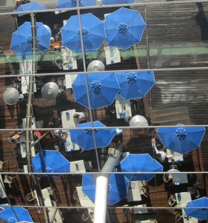 mirror image: Mirror image of umbrellas