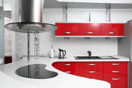 金属内部の赤いキッチン
