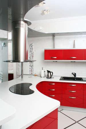 Interieur rode keuken met metaal Stockfoto