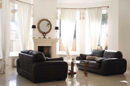 黒いソファと白のインテリアでテーブル 写真素材