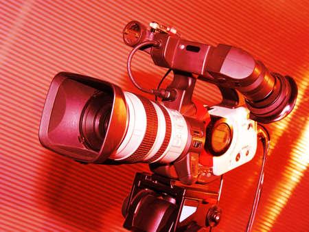 赤い色でトーン スタジオ詳細のテレビカメラ