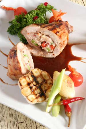 Gevuld konijn met saus tomaat ui en knoflook Stockfoto - 723004