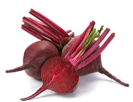 Légumes de betterave pourpre avec ombre sur fond blanc Banque d'images