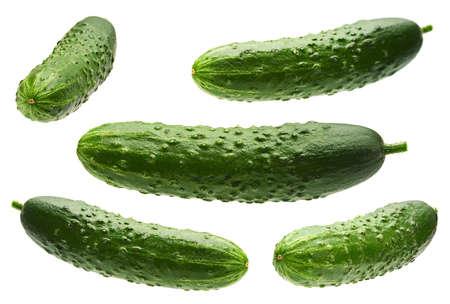 Komkommer set geïsoleerd op een witte achtergrond