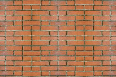 illuminati: Muro di mattoni rossi illuminati dalla luce di giorno