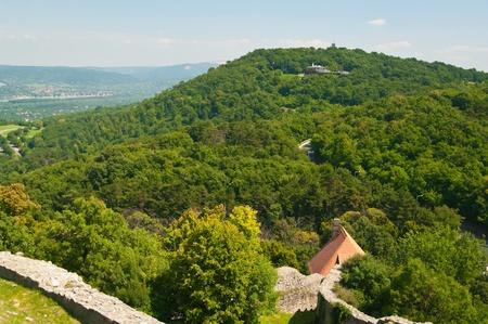 La curva del Danubio - vista panor�mica de la cima de una colina en Visegrad, Hungr�a
