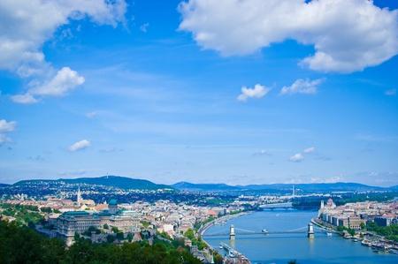 Budapest con panorama del r�o Danubio desde Gelert colina Foto de archivo