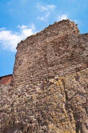 Antiguo muro de piedra y el paisaje en el fondo en Visegrad, Hungría