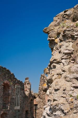 Antiguo muro de piedra y el paisaje en el fondo en Visegrad, Hungr�a