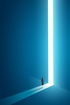 Businesswoman walking go to front of bright big shining door in the wall darke blue of the hole at light falls. illustration Vector Imagens - 122936673