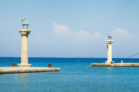 The enrance to the Mandraki Harbour, where stood the Colossus of Rhodes, Greece 免版税图像