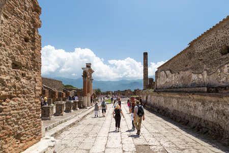 Pompeii, Italy - May 24, 2018: People at the archaeological site of Pompeii, Province of Naples, Campania, Italy. Éditoriale
