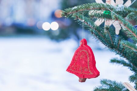 Handmade decoration on a Christmas tree outdoor, snow in the background. Diy ideas for children. Environment, recycle and zero waste concept. Selective focus, copyspace. Zdjęcie Seryjne