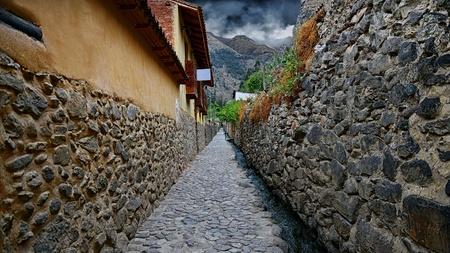 Narrow streets in Ollantaytambo