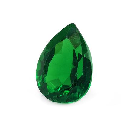 Emerald en forme de poire sur un fond blanc.