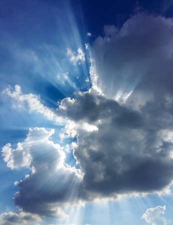 Sol con el cielo y las nubes Foto de archivo - 47493978