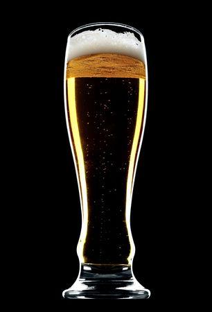 Glas Bier isoliert über einen schwarzen Hintergrund Standard-Bild - 4811936